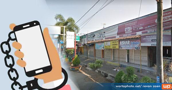 Konter Handphone Depan BPD Jateng Pati Digasak Maling. Dari CCTV Ada 4 Pelaku