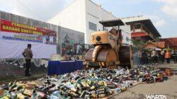 Jelang Pilkades Serentak, 5.345 Botol Miras Dimusnahkan